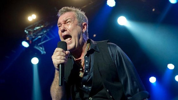 [Jimmy Barnes Band Picture]